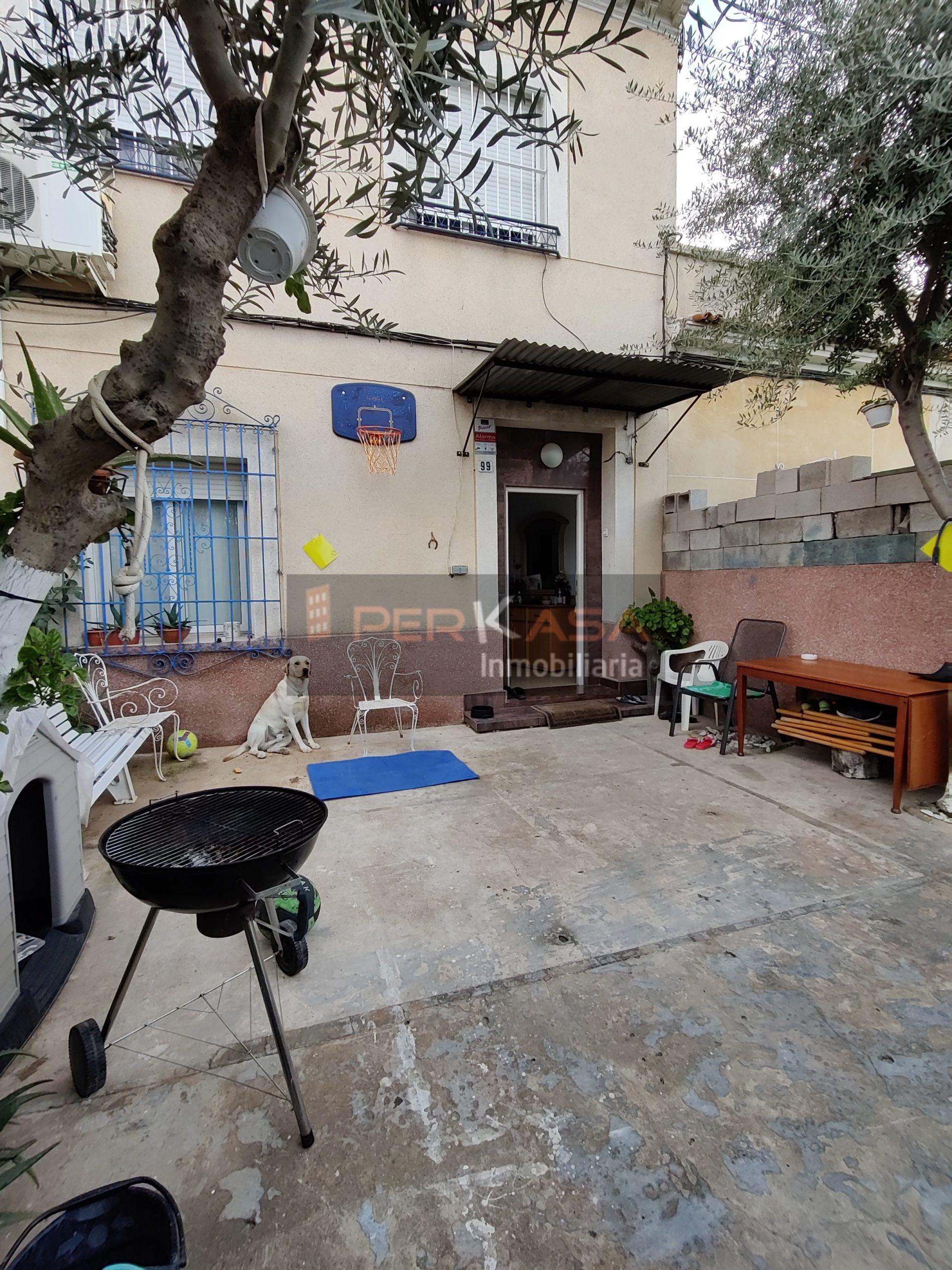 Casa pareada Carretera Alcantarilla , con terraza aparcamiento delantera y patio